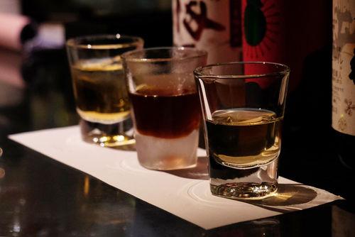 日本酒の飲み比べセット、蔵元と販売店の違い