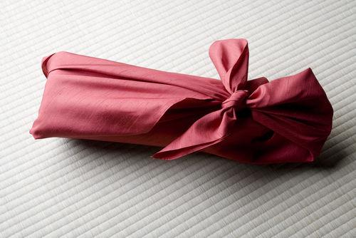 日本酒をお祝いで贈るときは、本数とサイズに要注意