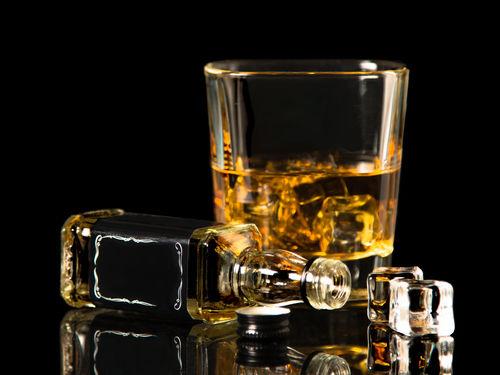 ウイスキーミニボトル、飲んでたのしむ