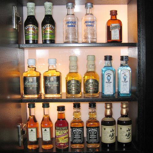 ウイスキーミニボトル、集めてたのしむ