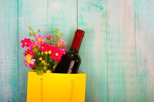 ワインと花を組み合わせたギフトが人気