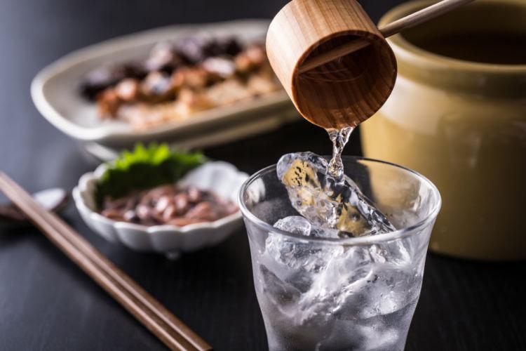 「甕雫(かめしずく)」は180年以上の歴史を持つ老舗焼酎蔵が造る本格芋焼酎