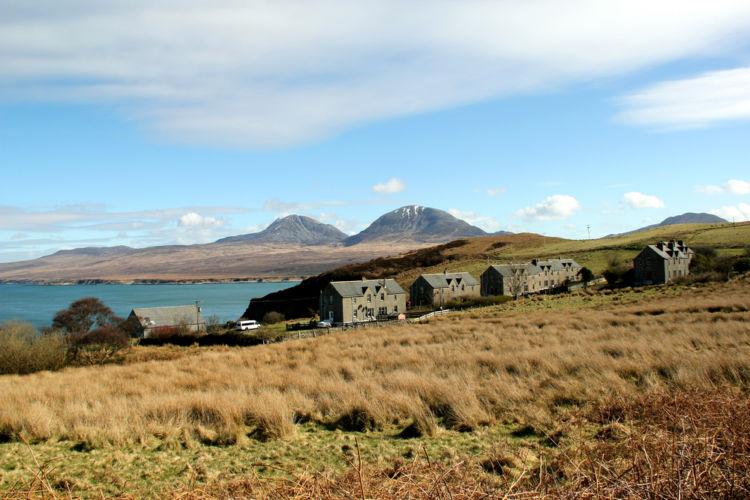 「ジュラ島」産スコッチの魅力を知っていますか?【ウイスキー用語集】