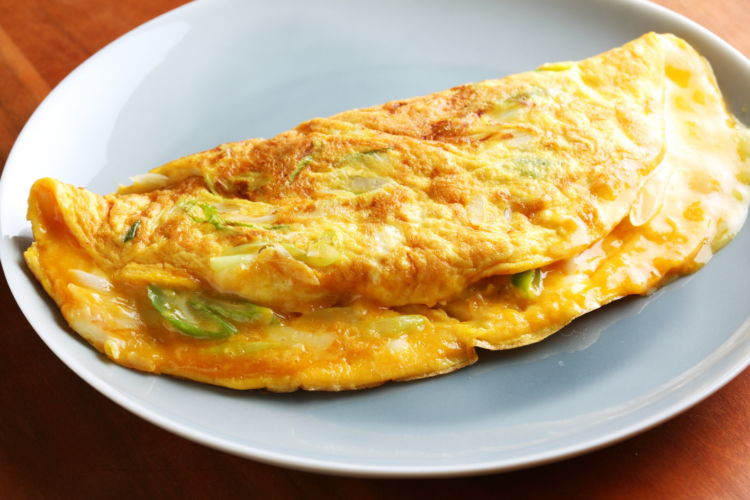 旬の素材でシンプル&美味なおつまみを 「長ねぎのチーズオムレツ」
