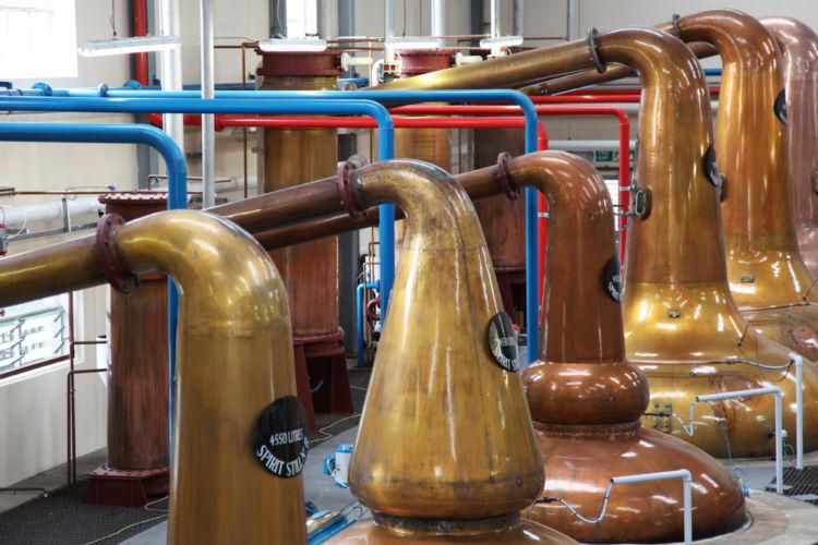 「ポットスチル」はウイスキー造りの要となる装置【ウイスキー用語集】
