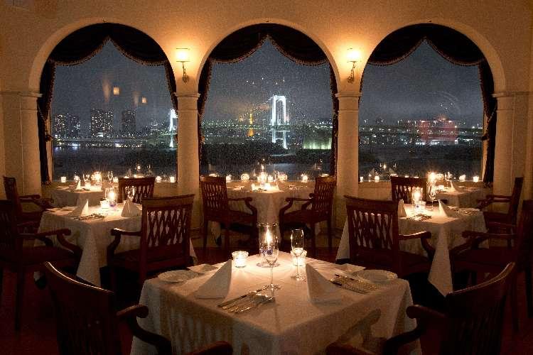 世界三大珍味と豪華食材を贅沢に使用した特別なディナー