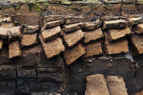 ピートとはモルト(大麦麦芽)の乾燥に使われる「泥炭」