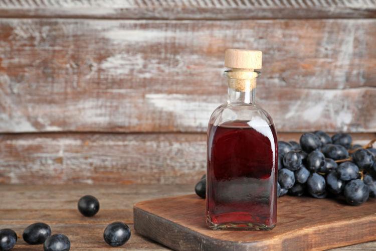 ワインビネガーはこんなに便利! 特徴と活用方法を知ろう