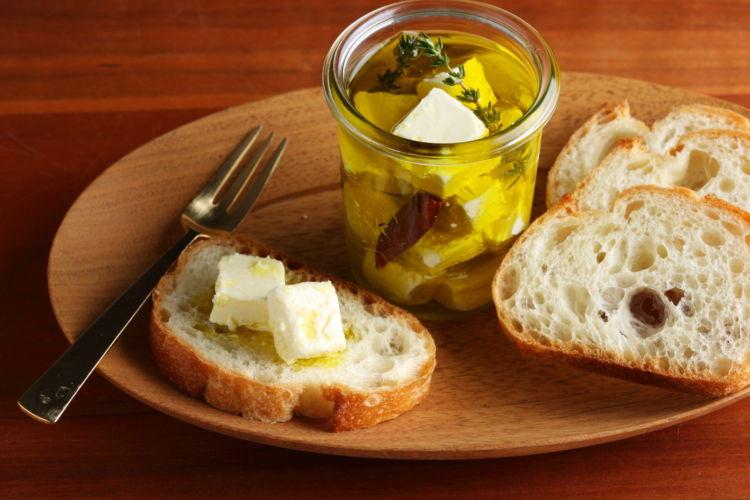 ストックできるオシャレおつまみ「かんたんチーズのオイル漬け」