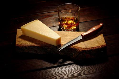 ウイスキーとチーズが好相性な理由とは?
