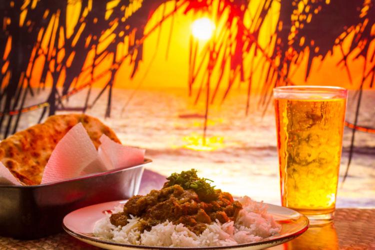 カレーとビールの相性はぴったり! ペアリングで料理の味と風味を引き立てよう