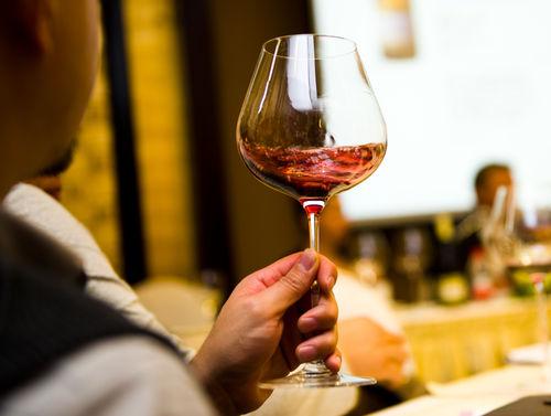 ワインは目・鼻・口で味わう