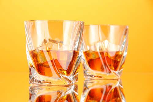 「ウイスキーをダブルで」シングルとダブルの実際の量を知っていますか?