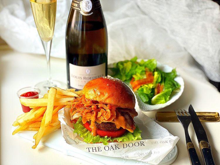 夏はシャンパンと♪ グランドハイアット東京の人気ハンバーガーがテイクアウト可能に!