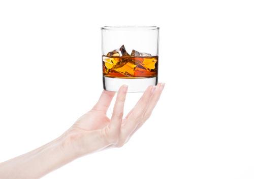 「ショット」もシングルやダブルと同じくお酒の量を表す単位