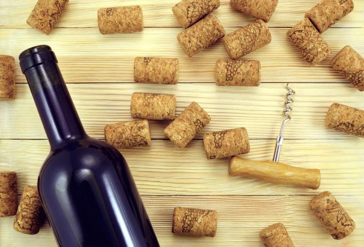 飲み残したワイン、蓋はどうする? おいしさを持続させる保管方法とは
