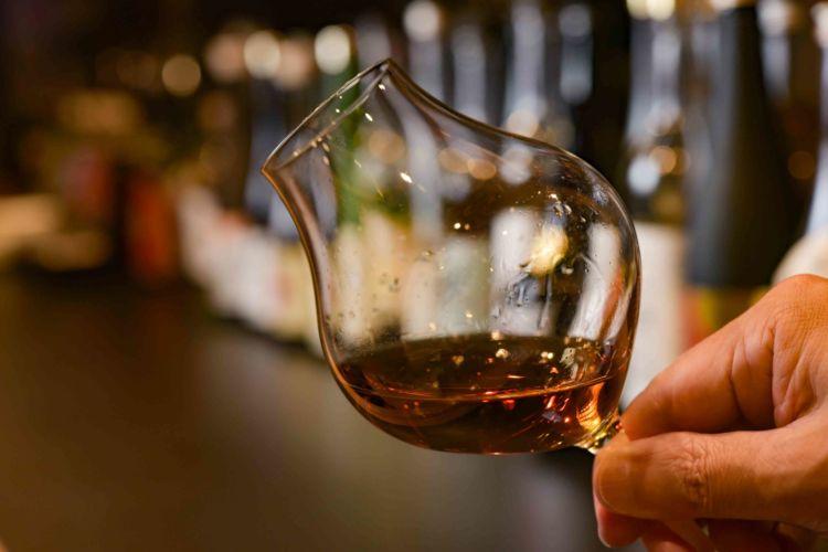 長期熟成させた日本酒って、どんな味? 料理との相性は? 古酒の魅力を学ぶ@東京都・銀座『酒茶論』