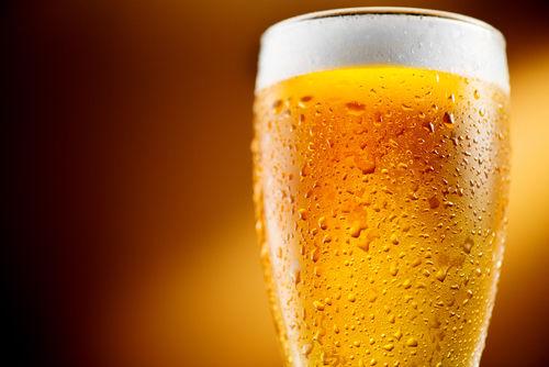 ビールがグラスでおいしく飲める理由