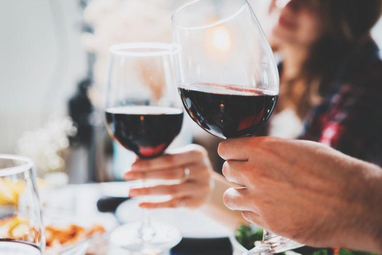赤ワインを「常温」で飲むのは間違い? ワインごとの適温を知ろう