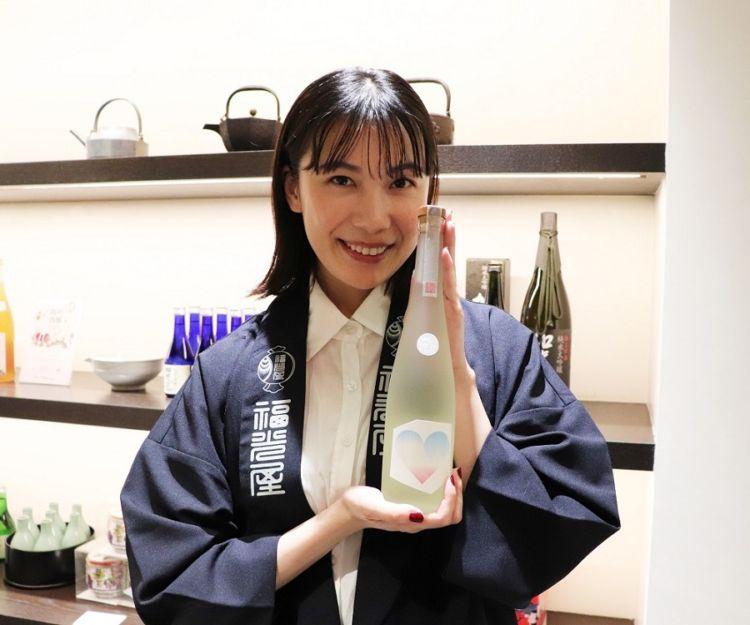"""きき酒師の資格を持つ女優の村川絵梨さんが日本酒初プロデュース。""""えりごのみ""""した純米大吟醸を発売"""