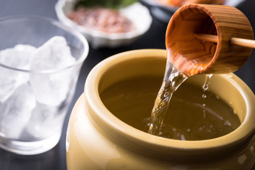 熟成焼酎の味わいは貯蔵方法と期間で決まる