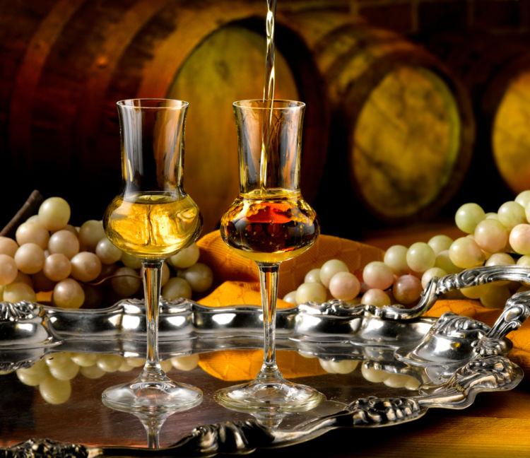 フランスの高級ブランデー「コニャック」を飲むなら、グラスにもこだわろう