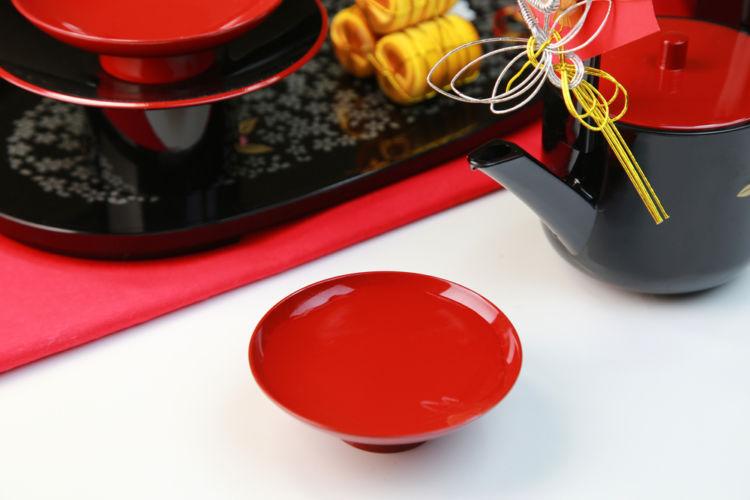 「お屠蘇(とそ)」とは?正月に飲む日本酒の歴史や作法を知ろう