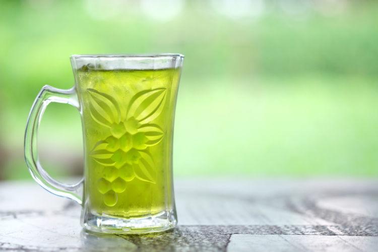 緑茶ハイが人気! その魅力やおいしく作る方法とは?