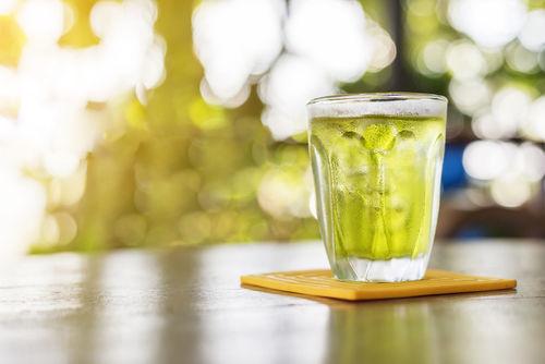 緑茶ハイの魅力とは?