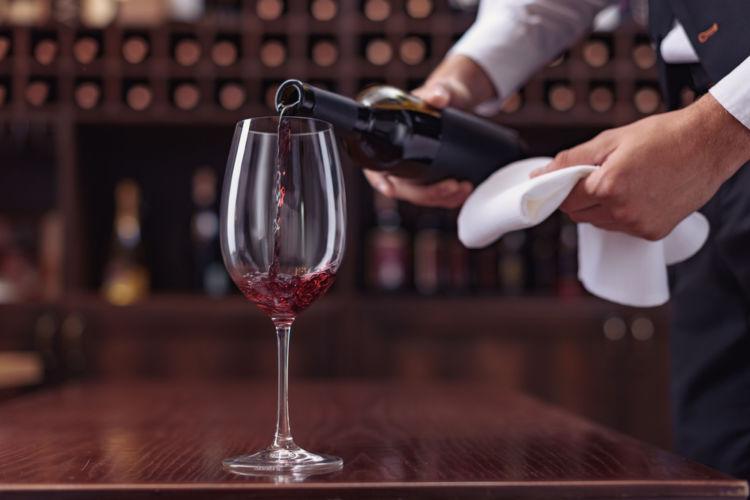 ワインの注ぎ方、注がれ方のマナーを知ろう
