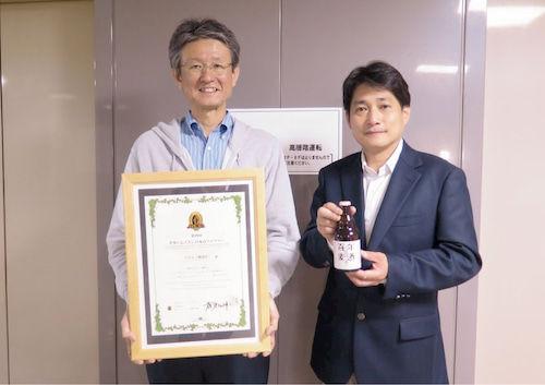 「国産原料100%」の製造を快諾してくれたベアレン醸造所の木村社長(右)と嶌田専務(左)