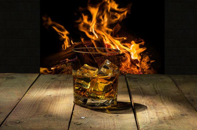 琥珀色のウイスキーもスピリッツの仲間! ブラウンスピリッツとホワイトスピリッツをたのしもう