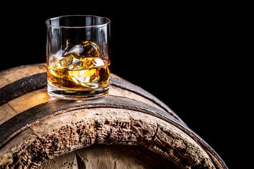 ウイスキーのような琥珀色のスピリッツも! スピリッツの色の違いとは?