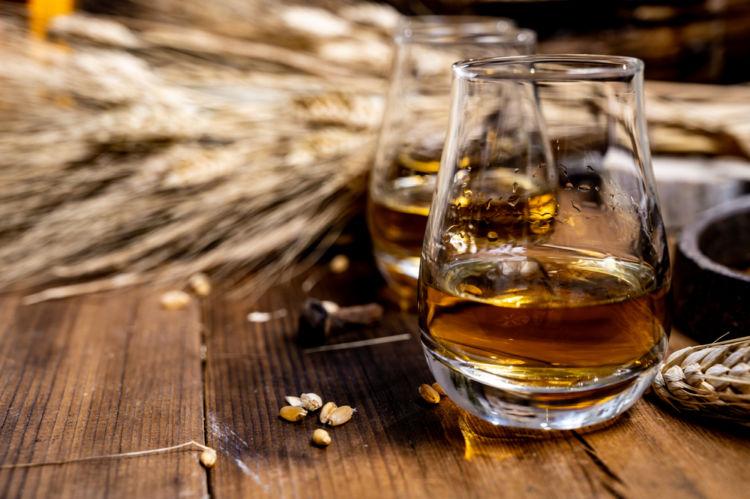 ブレンデッドウイスキーってどんなウイスキー? 種類や特徴、魅力を知ろう