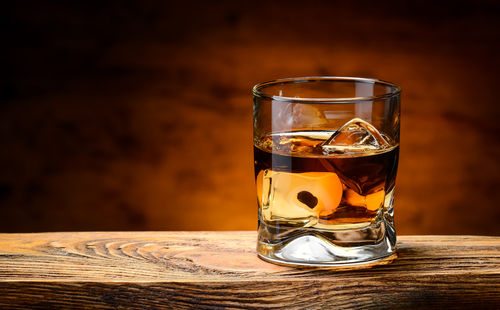 ブレンデッドウイスキーの人気銘柄と味わい方