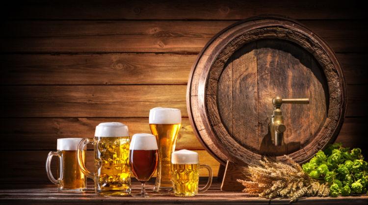 ビールの注ぎ方やマナーを心得ている? 冷やし方やグラスの種類、注ぎ方のコツまでおいしく飲むワザを伝授