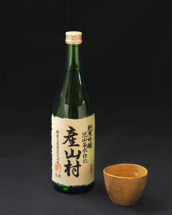 「産山村」は「鯉農法」で作る無農薬米を使った純米吟醸