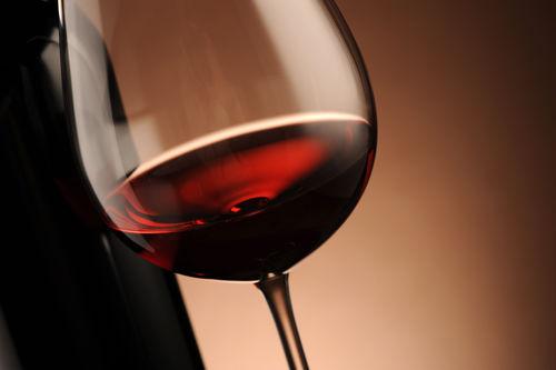 ワインを注ぐ量の目安とは