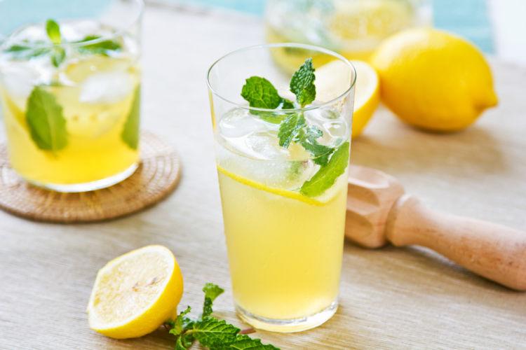 飲みやすい味わい「レモネードサワー」をおうちでも♪レモンサワーとの違いも解説します