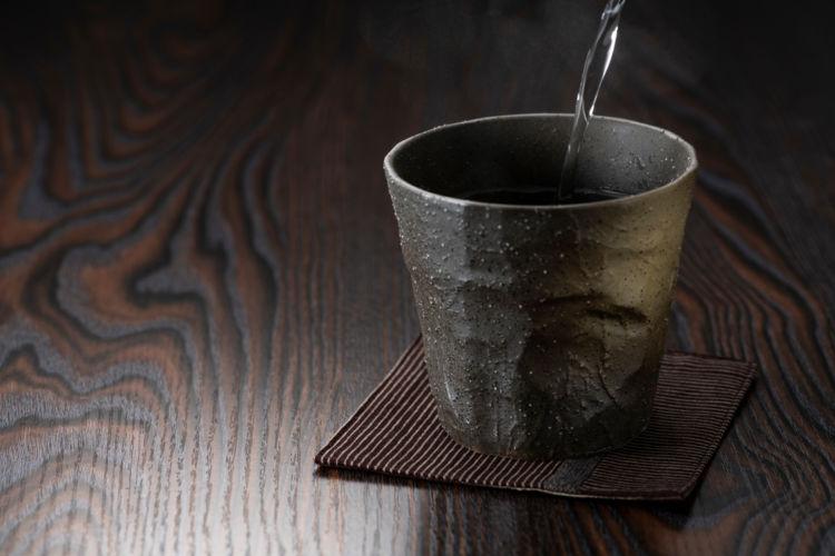 焼酎のアルコール度数平均ってどのくらい? 一般的な目安と飲みやすくなるたのしみ方を解説