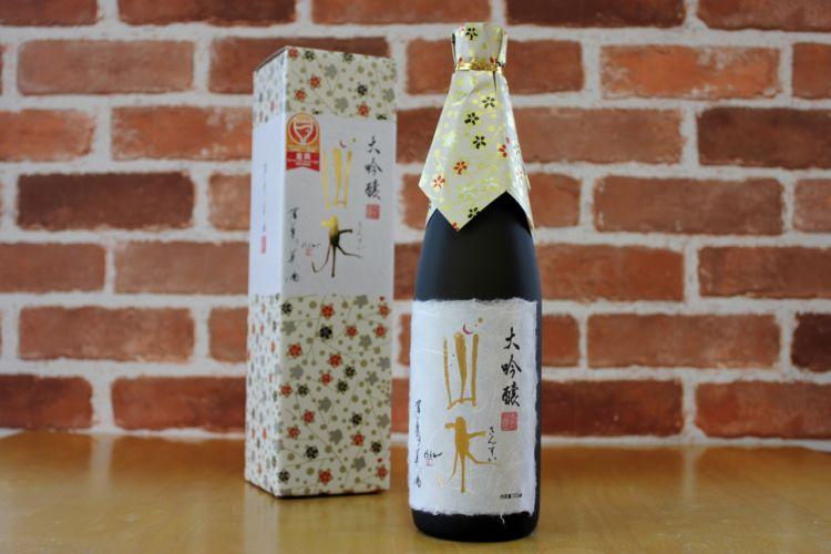 老舗蔵が造る大分の酒「山水」。自然豊かな日田のおいしい水で造られるやさしい味わいの日本酒です