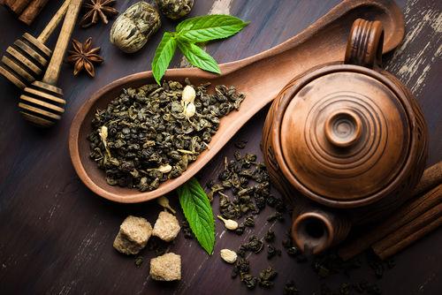 焼酎のお茶割りに使われるお茶の種類はさまざま