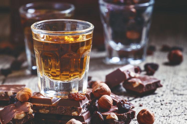 ウイスキーに合わせやすいおつまみは? ストレートやロック、水割り、ハイボールなどの飲み方別に考察