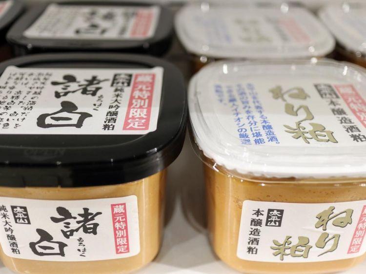 「三吉」は酒粕を原料に造られる粕取り焼酎
