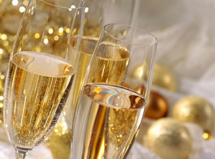 シャンパンの繊細な泡はどのように生まれる? たのしみ方や代表銘柄も紹介