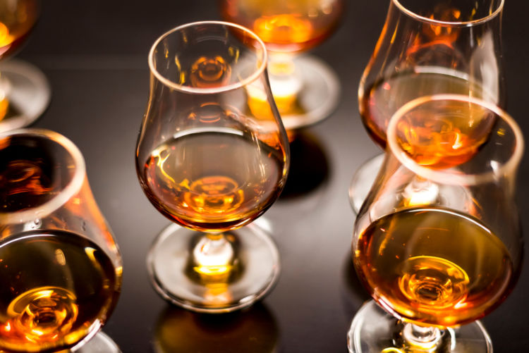 ラム酒といっても多種多彩! 人気銘柄をイギリス系・スペイン系・フランス系の3系統に分けて紹介