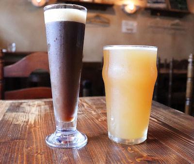 左:ハリーポーター、右:マディーホップジュース