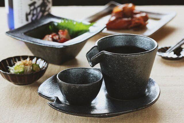 シズルたっぷり! 美濃焼の冷酒器セットで、食卓に和の彩りをプラスしませんか?