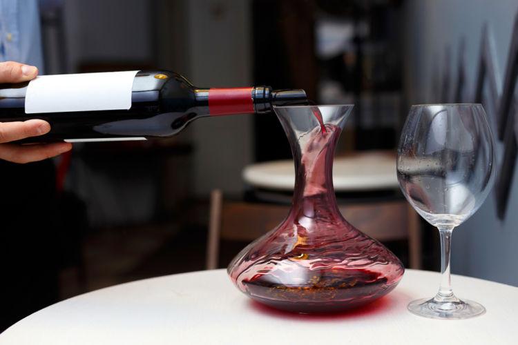 ワインを自宅で熟成するとおいしくなる? 熟成の秘密と道具について