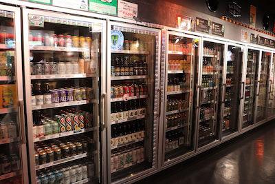 アメリカのクラフトビールがずらっと並んでいます。